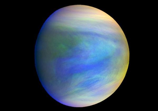 Это составное изображение покрытой облаками Венеры с японского зонда Акацуки.