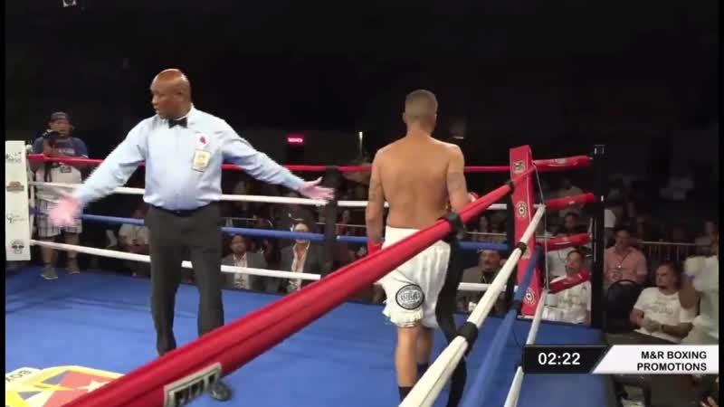 Бывший соперник Алимханулы заставил американца выплюнуть капу и сдаться в титульном бою Видео