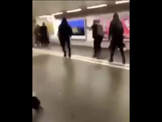 Affrontement entre racailles à la gare de bienne (suisse)
