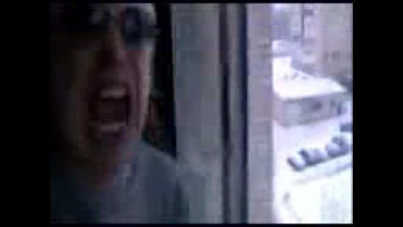 Крик Психа муж Кричит на Футболистов во даёт Психопат ( ему место в Психушке Психбольнице ) а потом он трахнул соседку ( не порн