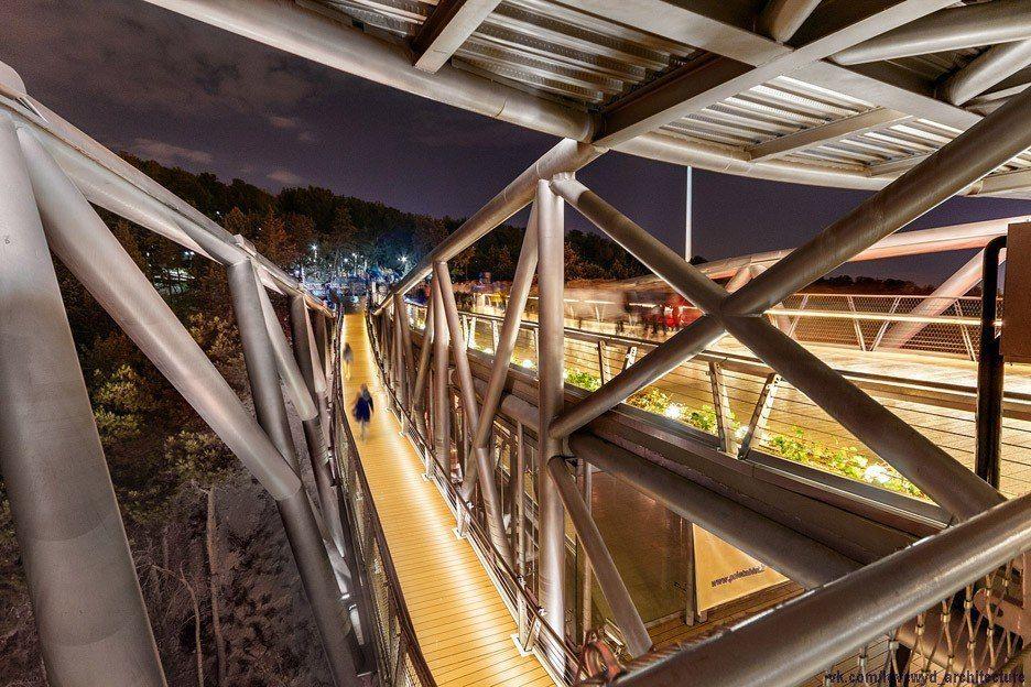Tabiat Bridge by Iranian architect Leila Araghian,