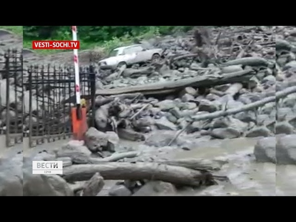 Последствия стихии: в Красной Поляне разрушен участок дороги
