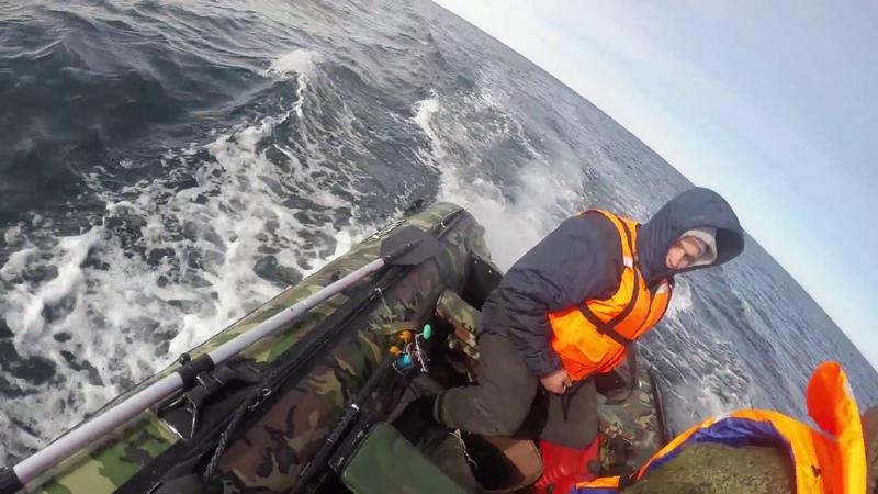 Мотор Ветерок дымится в Баренцевом море