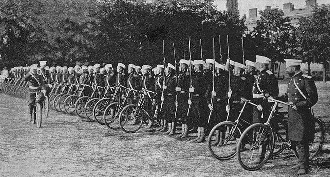 Солдаты-байкеры. Как военные велосипедисты захватывали города и отбивали  атаки кавалерии?