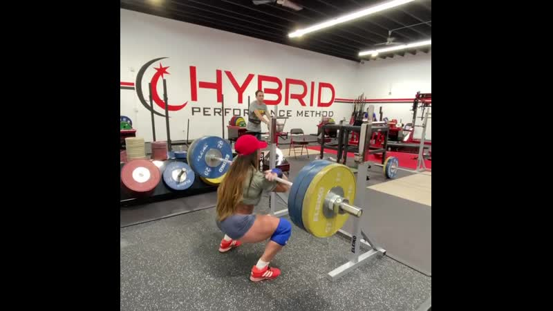 Стефани Кохен приседает 130 кг на 4