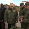 """Владимир Путин осмотрел вместе с лидером Киргизии Сооронбаем Жээнбековым выставку вооружения и военной техники."""""""