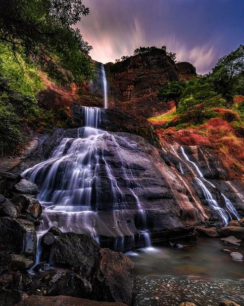 Водопад в Западной Яве, Индонезия