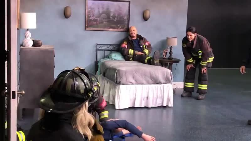 На съёмках эпизода Пожарные Чикаго