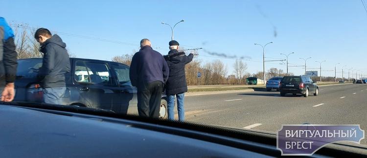На Гузнянском мосту - цепочка ДТП, будьте бдительны! Даже Porsche попал впросак