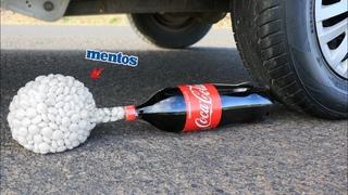 Aplastando Cosas Crujientes! Coca Cola y Mentos VS Rueda de Coche