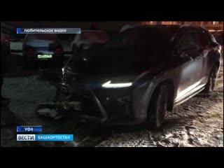 Водитель на Lexus протаранил несколько машин во дворе / @yfaonline