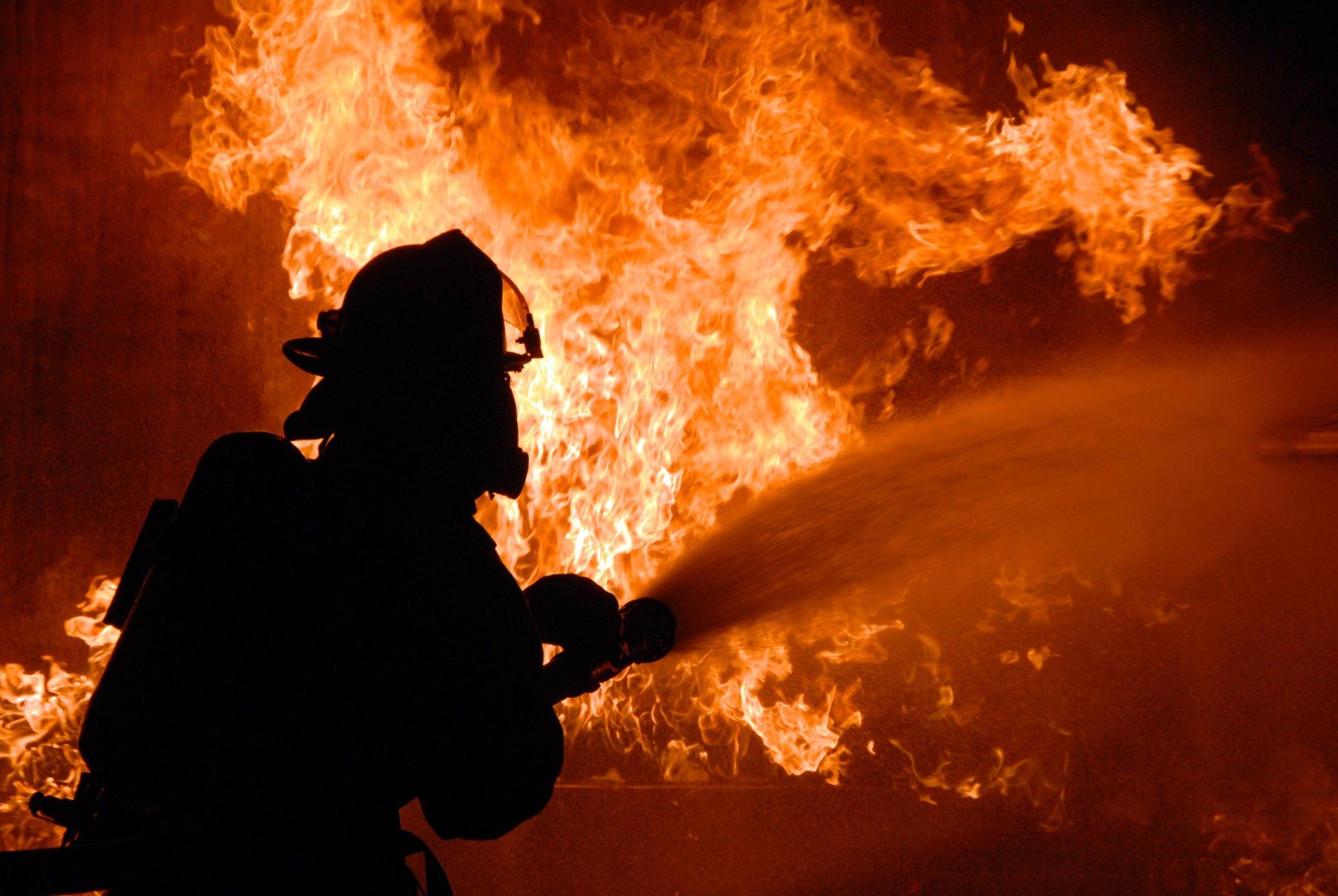 В КЧР сгорело здание на территории Медногорского