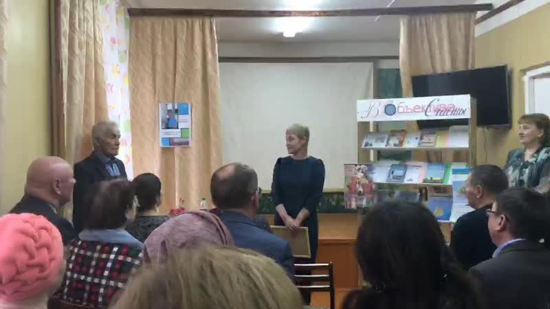 Прямо сейчас в библиотеке им. Н.С. Байтерякова проходит выставка можгинского фотографа В.Овчинникова