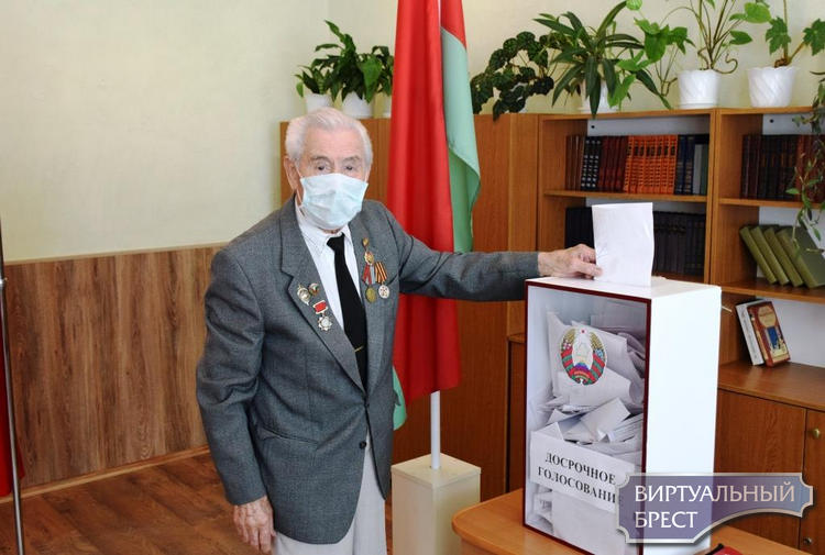Ветеран Великой Отечественный войны проголосовал досрочно