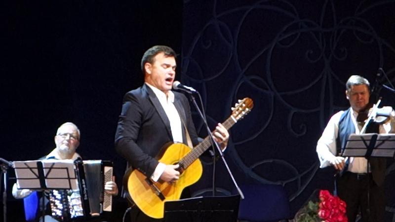 Евгений Дятлов - Нич яка мисячна сл.М.Старицкий муз.А.Волошенко и В.Овчинников
