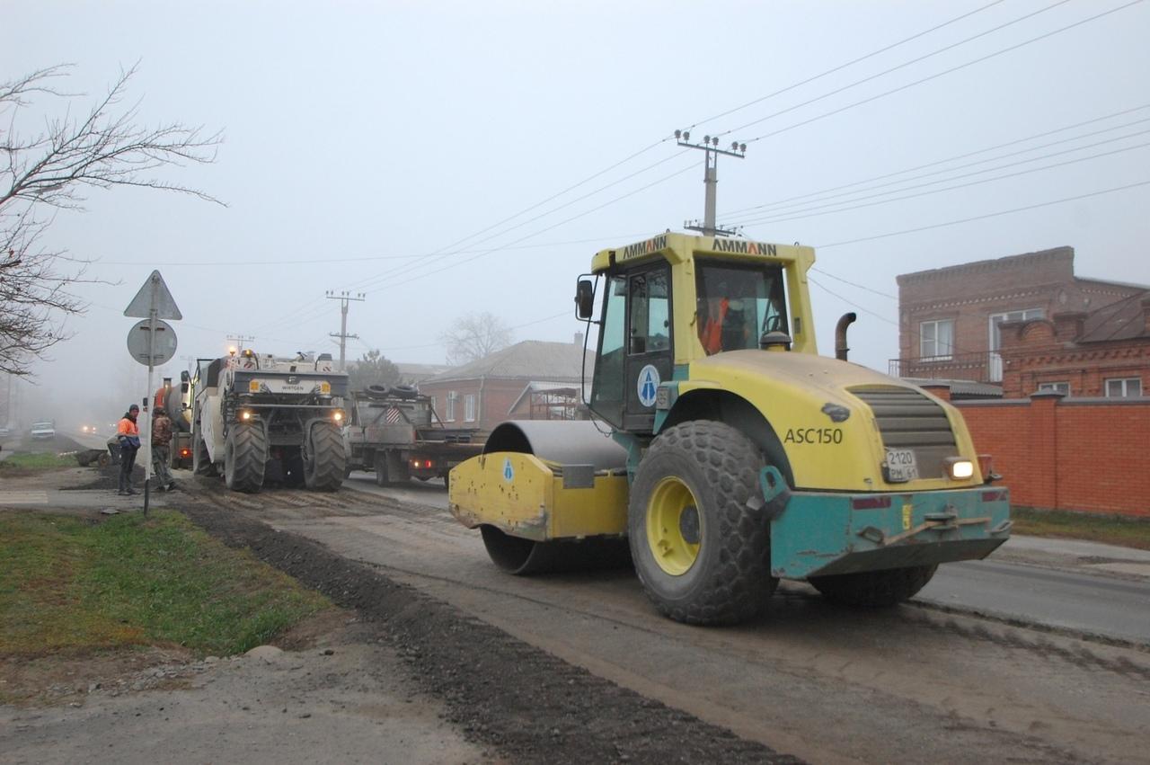 Дорожники начали ремонт дороги соединяющей трассы на Таганрог и Новошахтинск, проходящей через Ленинаван