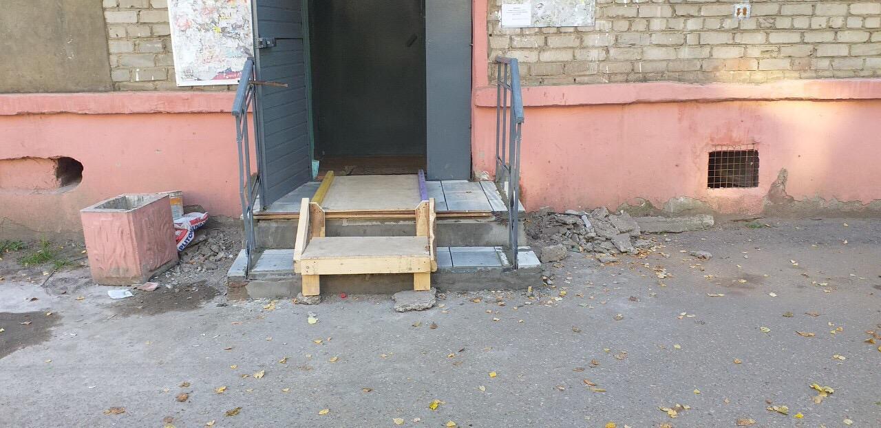 Улица Широнинцев дом 7А -4 подьезд крылечко