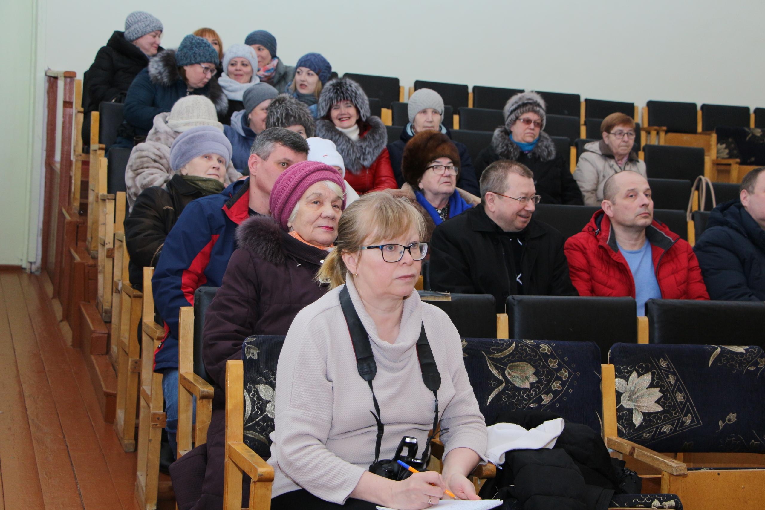 Николай Жилин провел встречу с жителями поселка Усогорск