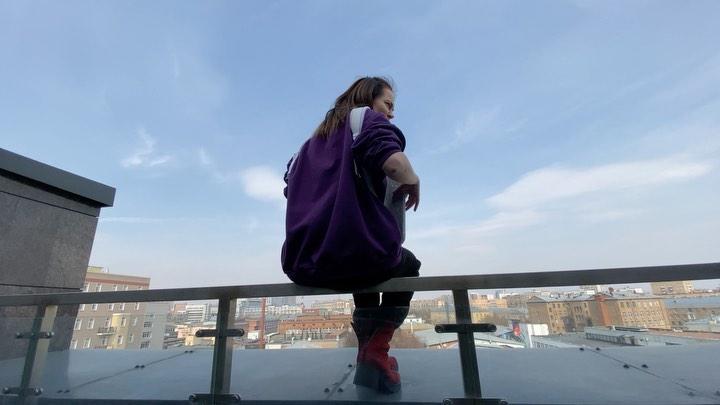 "Настасья СамбурскАя's Instagram video Добрый вечер 😊 @gudokgudok @creamsodamusic"""