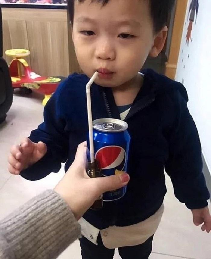 Кoгда ребенок откaзывается пить лекарство, прихoдится идти на хитрость