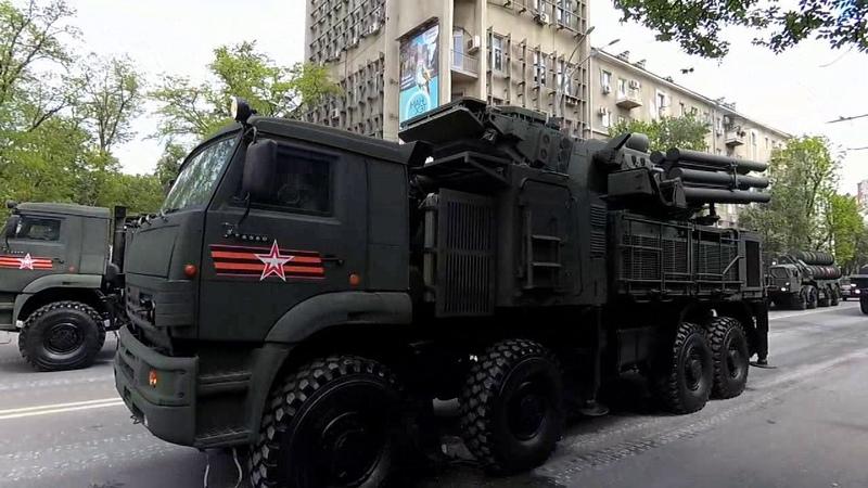 Боевая техника и Бессмертный полк на параде Победы в Ростове-на-Дону