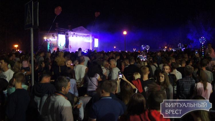 Время истекло... Мероприятия на Набережной стали кульминацией торжеств в Бресте