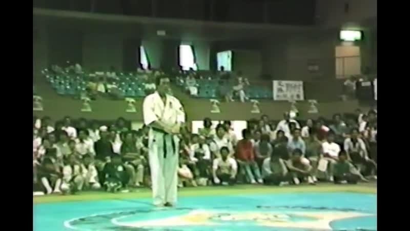 これまたレア映像!第4回群馬県大会での松島師範演武!この頃の親父怖かったな~ 笑 Demonstration by Yoshikazu matsushima 1984