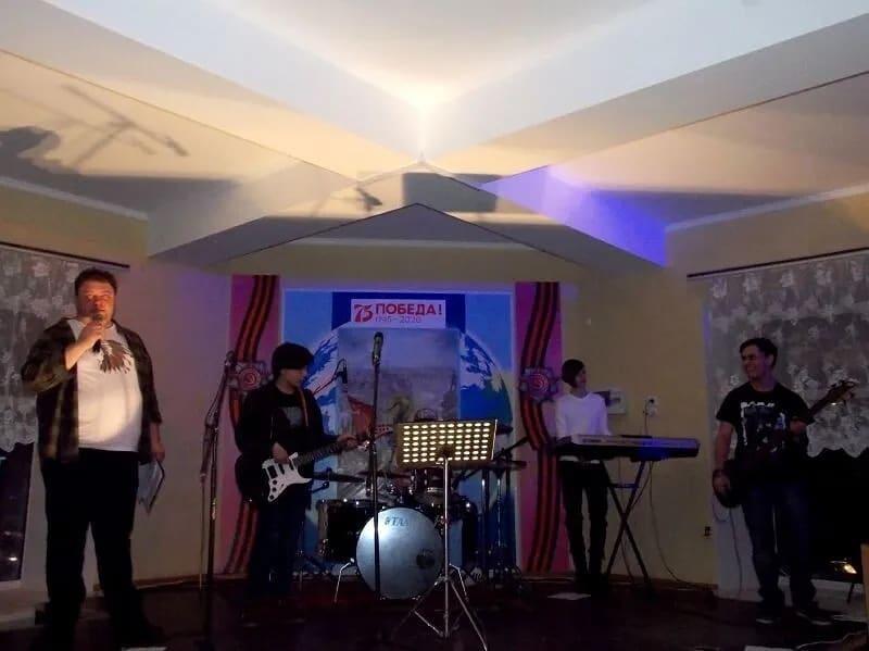 В районном Доме культуры Петровска состоялся концерт группы «COLD»