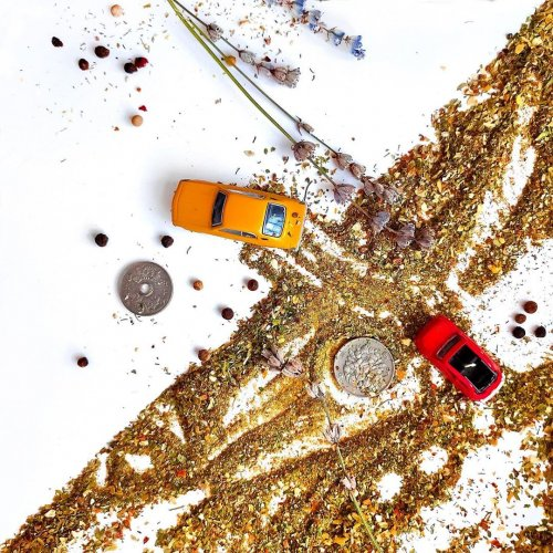 Мир глазами Сергея Минкина, состоящий из двух частей Российский дизайнер Сергей Минкин смотрит на мир под углом 45 градусов. Глядя на его фотографии в Instagram, несложно понять, как именно он