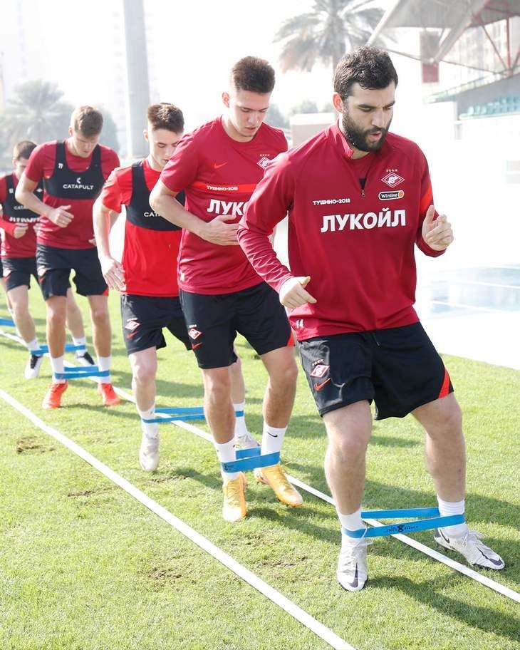 Хендрикс провел первую тренировку. «Спартак» продолжает работать на сборе (Видео)
