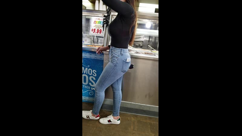 Candid Thick Teen in Jeans