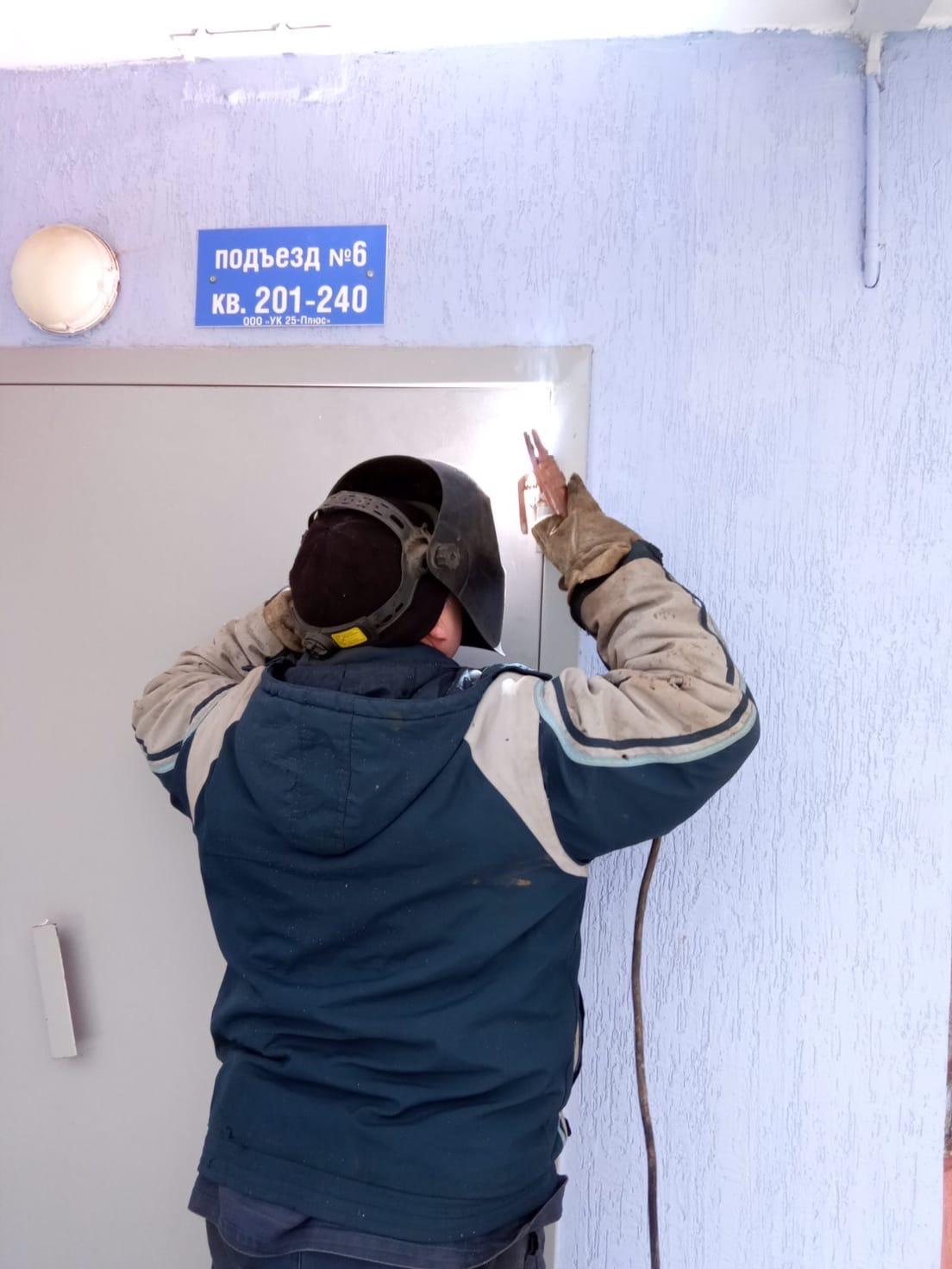 Ульяновская 8- ремонт дверей 6 подъезд