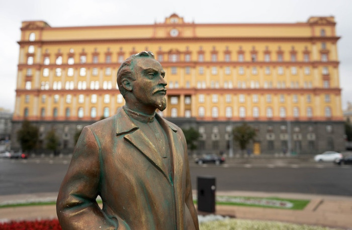 Не удалось возвратить памятник Феликса Дзержинского на Лубянку.