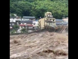 Мощный ливневый паводок и сход селевого потока в городе Хита (Япония, остров Кюсю, 7 июля 2020).