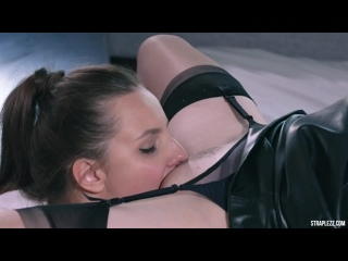 Straplessdildo What happens to a girl when she stays with merry pie / porn lesbians dildo tights stockings blowjob handjob heels