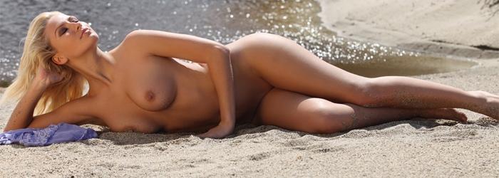Luana Lani  nackt