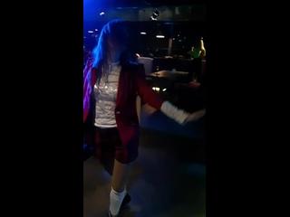 Празднуем с девчёнками профпраздник , песня не очень, но главное музыка👆, танцевали под всё что было😊, пою не я, хотя тоже пою н