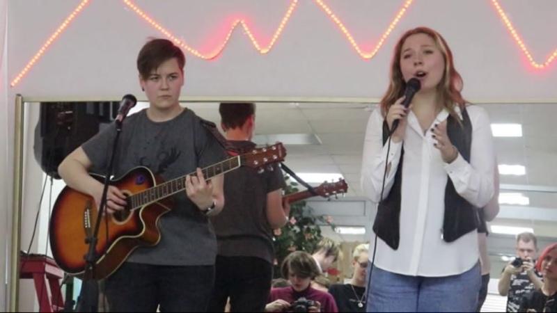 Здесь был Максим 7 сезон 19 выпуск на концерте акустических песен Бийск 2021