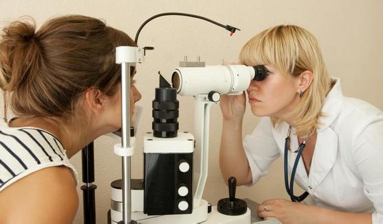Для постановки диагноза болезни глаз требуется осмотр у офтальмолога.