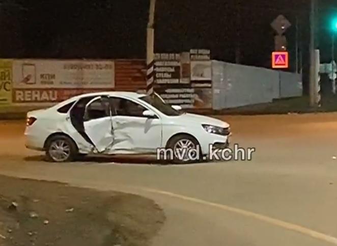 «Гранта» и «Веста» не разъехались на дороге в КЧР