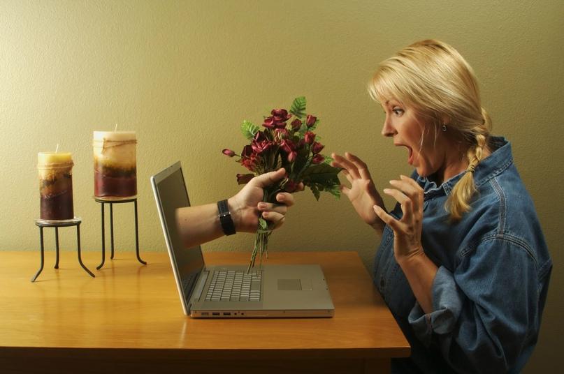 Саратовчанка познакомилась в интернете с мужчиной, а он ее обокрал