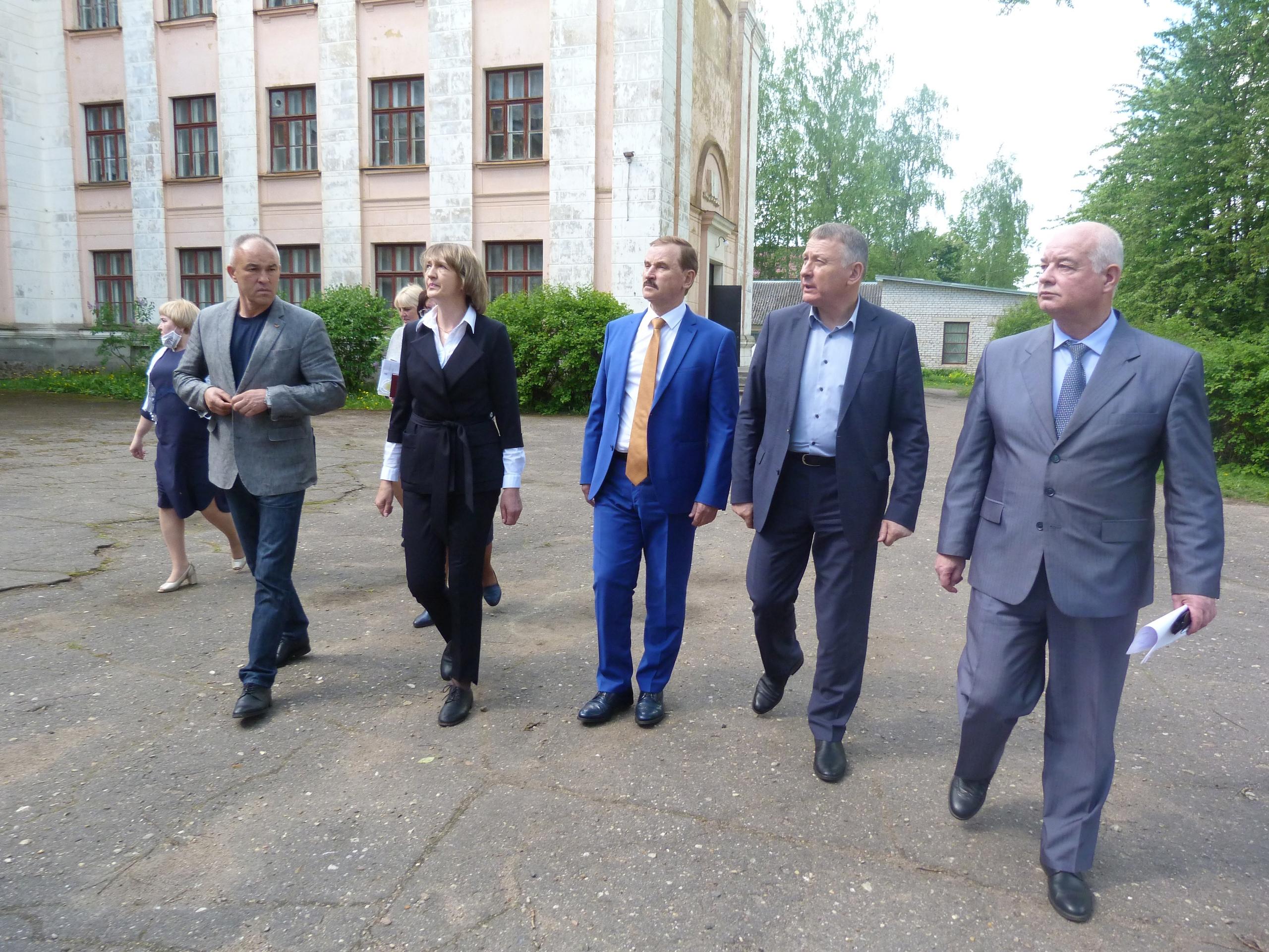 Сергей Веремеенко и Руслан Лебедев встретились в Нелидово с руководством школ и детских садов