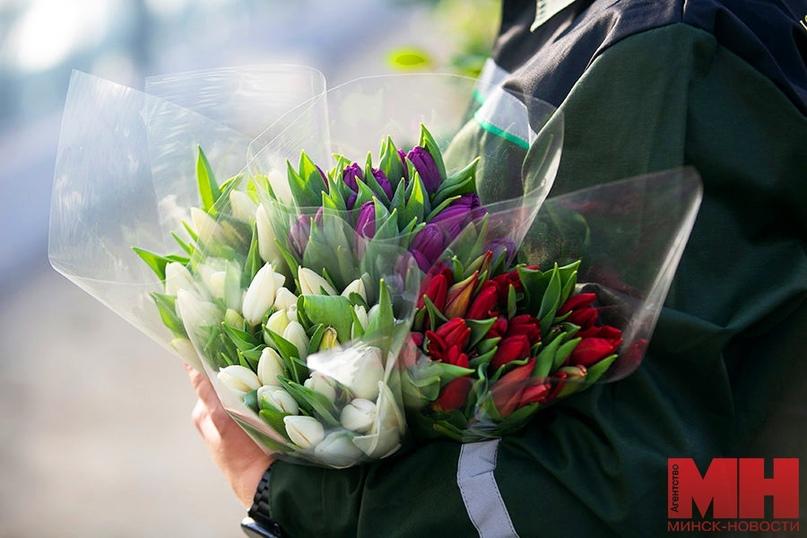 Дарил цветы, был вежлив и тактичен. Мошенник вытребовал у влюбленной минчанки 17 тыс. рублей