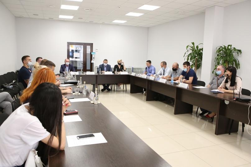 В Краснодаре состоялось второе заседание дискуссионного клуба «Точка зрения», изображение №1