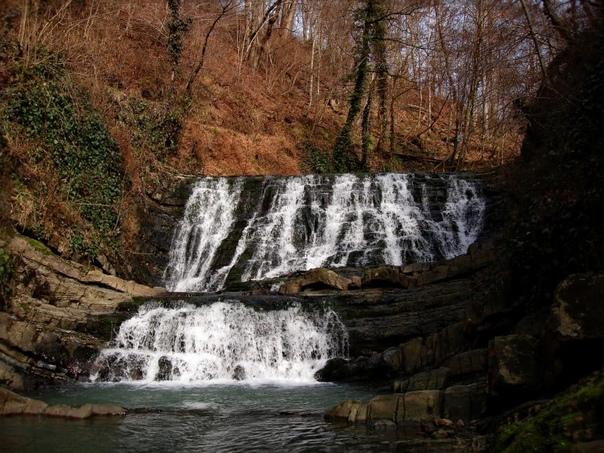Змейковские водопады  ????????  Змейковскиеводопадыимеют одну особенность — многочисленные родники. Благодаря им река подпитывается, и водные... Сочи