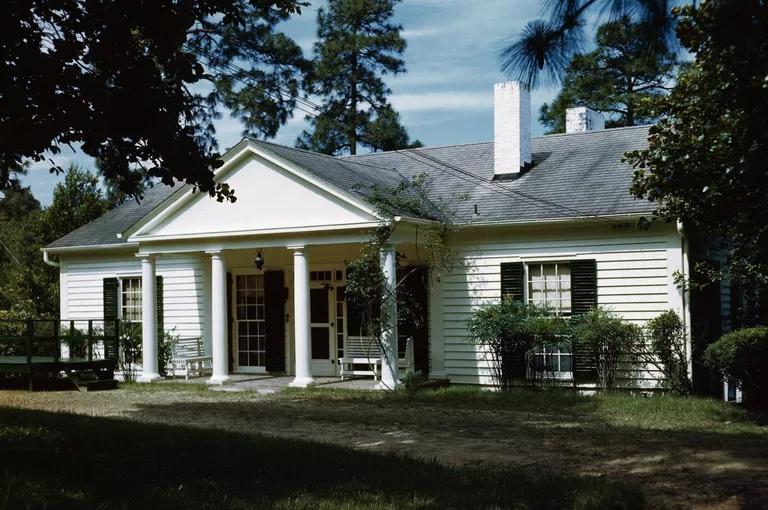 Как выглядит дом в неоклассическом стиле, изображение №1