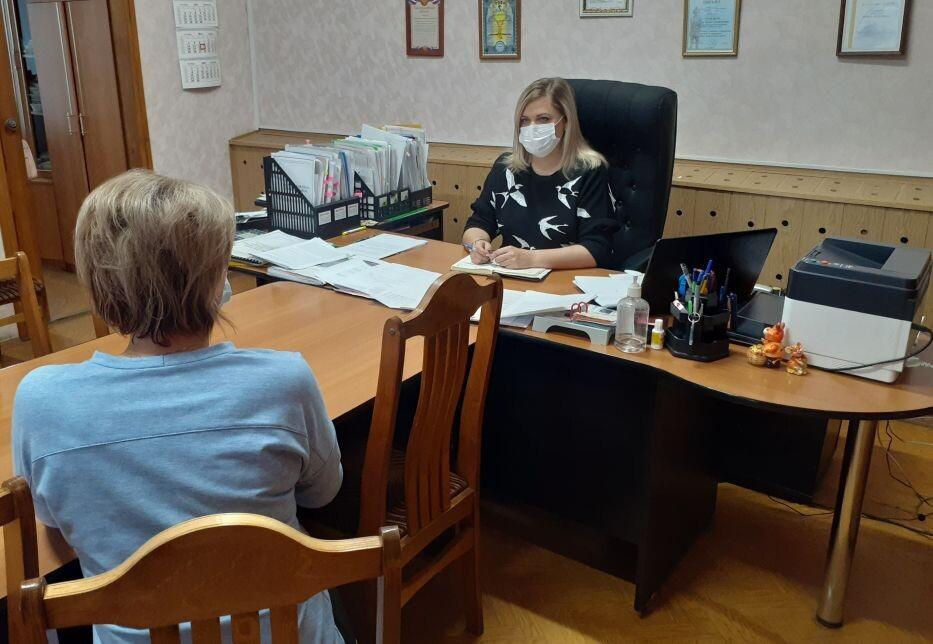 Начальник управления образования администрации Петровского района Наталья Уханова провела личный приём жителей