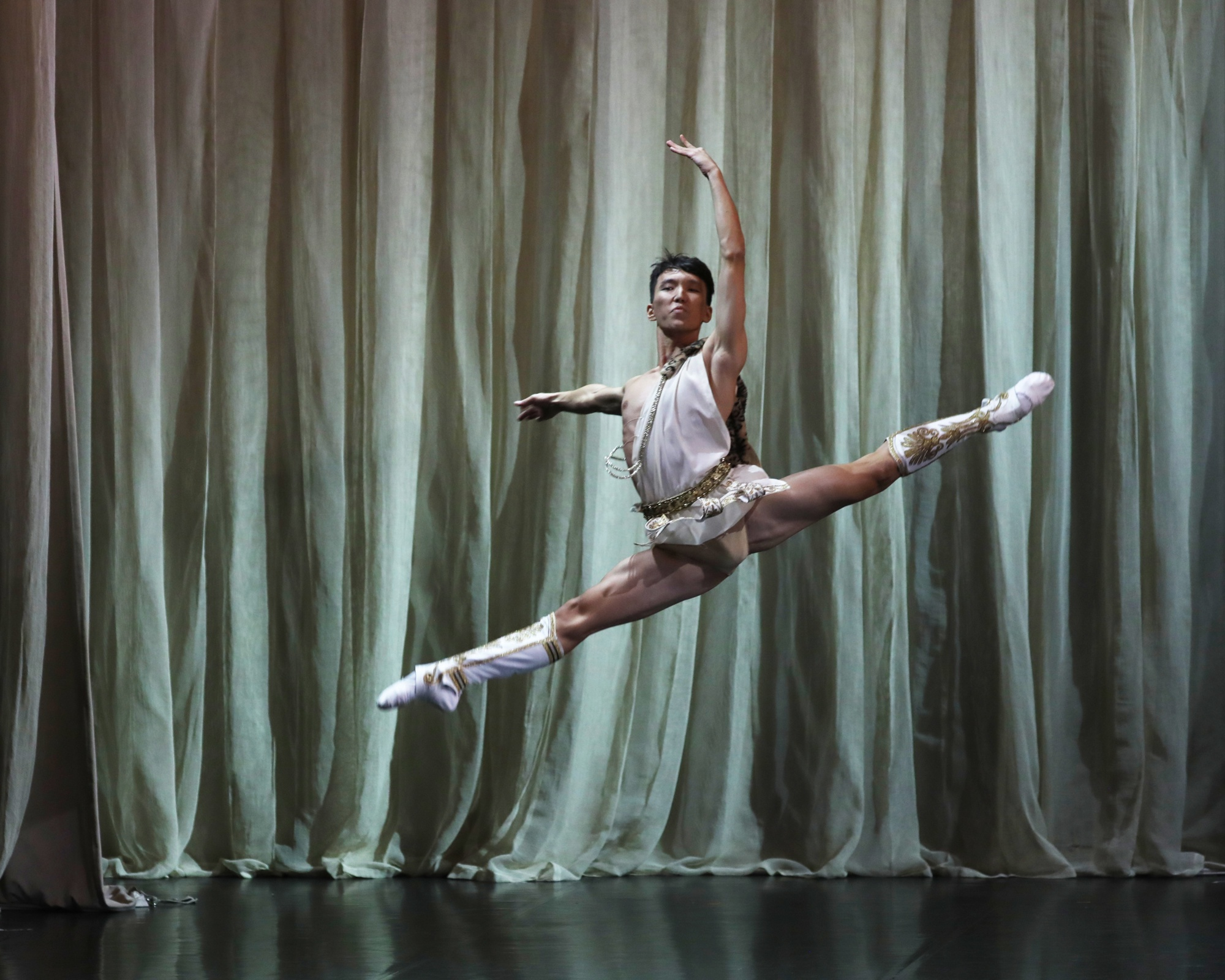 """Вариация Актеона из балета """"Эсмеральда"""" (М. Султанов)."""