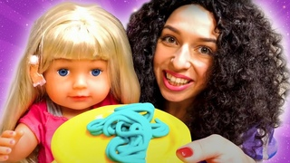 Oyuncak bebek ve Şımarık prensesler - Play Doh makarna yapalım! Eğlenceli video