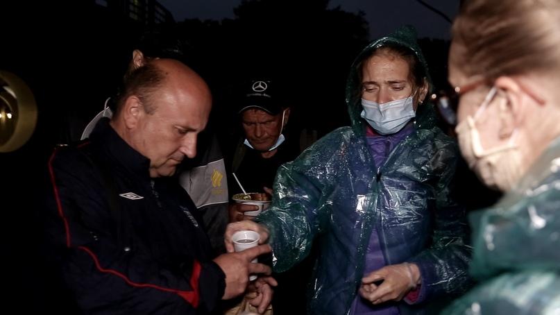 Добровольцы кинокомпании «Союз Маринс Групп» накормили около сорока бездомных, изображение №3